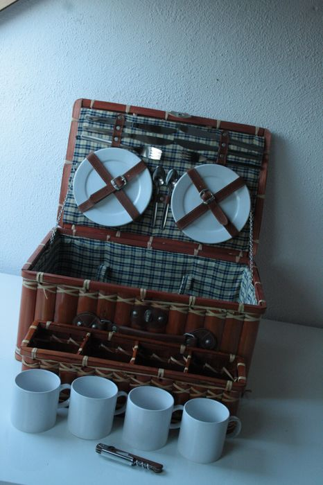 Luxury 4 person bamboo picnic basket