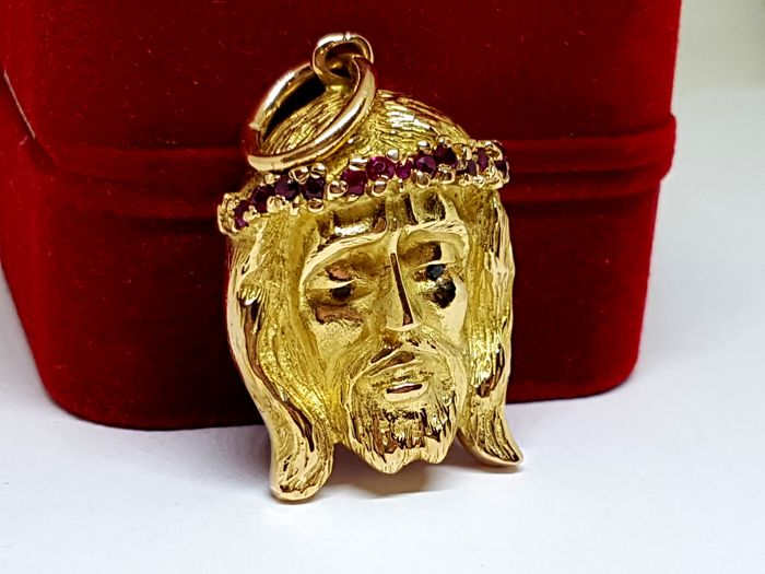 Christ pendant in 18 kt gold, 20 g - Rubies totalling 0.24 ct