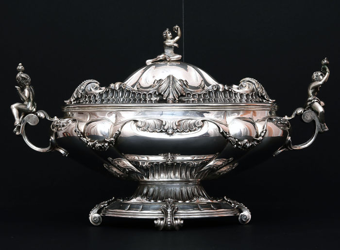 Silver soup tureen - center table with Cupids. Italy, 20th c.