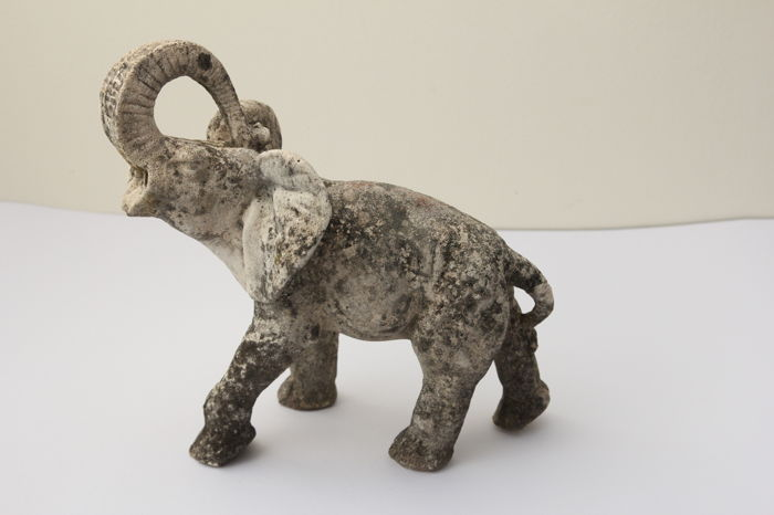 Beautiful patina statue depicting an elephant