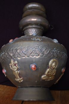 Old decorated Tibetan Pot, stones, Copper, Bronze - Nepal - 2nd half 20th century (50 cm)