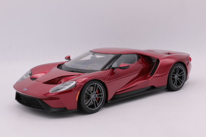 Maisto Scale   Ford Gt Colour Metallic Red