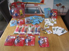 Big lot off almost 40 keychains and other merchandise from Nintendo.