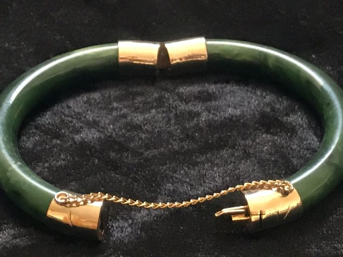 Jade bracelet approx. 50 years, 43.1 grams