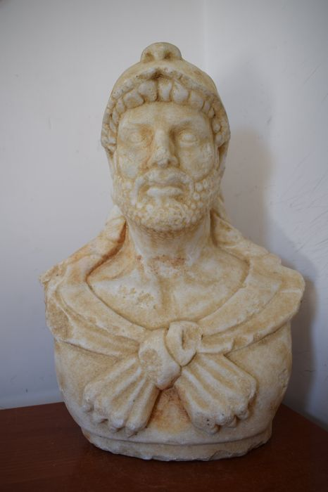Bust of Hercules made of Carrara marble - Italy - 20th century