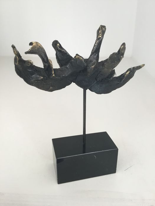 "Astrid Veldhuyzen - Bronze plated sculpture ""Wild swans"" - signed."