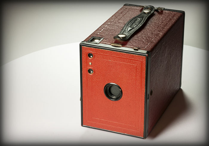 Kodak Brownie No. 2 model F - red with black frame