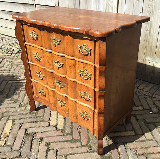 Small Oak Antique chest of drawers, Netherlands ca: 1940