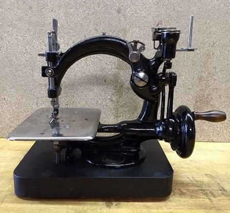 A Willcox Gibbs Light Industrial Hand Sewing Machine With Chain Beauteous Willcox And Gibbs Sewing Machine