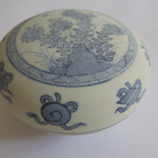 A Chinese blue and white porcelain medicine/cosmetic  box with rich flower decoration - 101 X 57 mm