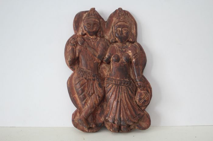 Wooden image of Krishna and Radha – India – early 20th century (29 cm)