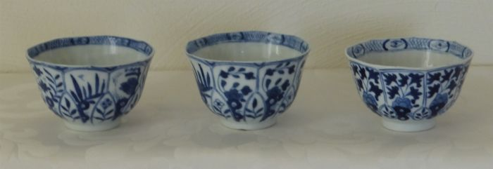 Porcelain bowls – China – 19th century