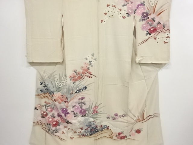 Antique silk  kimono with exquisite decoration of chrysanthemum and narcissus - Japan - Mid 20th century