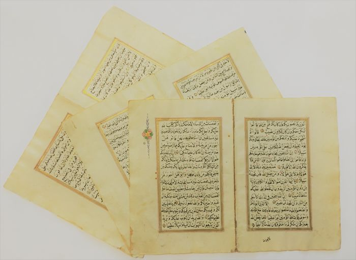 Manuscript; Lot with 3 illuminated leaves of an Ottoman Quran - 19th century