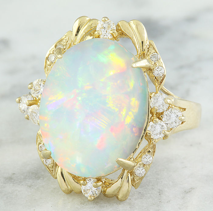 8.87 Carat Opal And Diamond Ring in 14K Solid Yellow Gold** Free Shipping *** No Reserve *** Free Resizing ***
