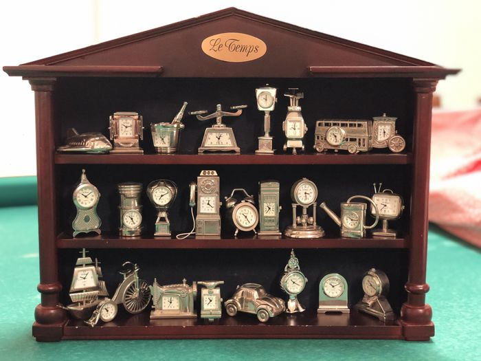 Collection of 25 miniature clocks - silver colour - Le Temps