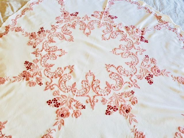 Round cotton tablecloth with embroidery, diameter 125 cm