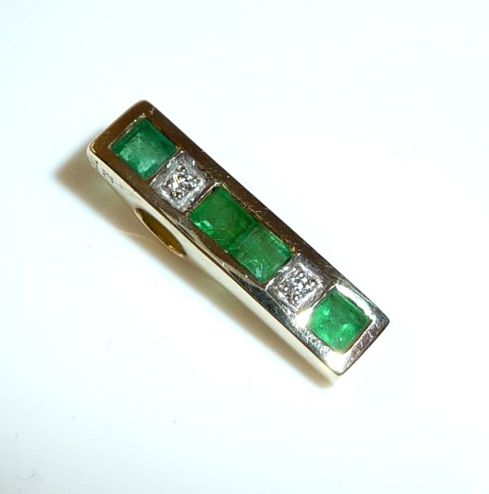 Pendant by jeweller CHRIST in 14 kt / 585 Gold with covered hoop 0.40 ct emeralds + 2 diamonds; no reserve price
