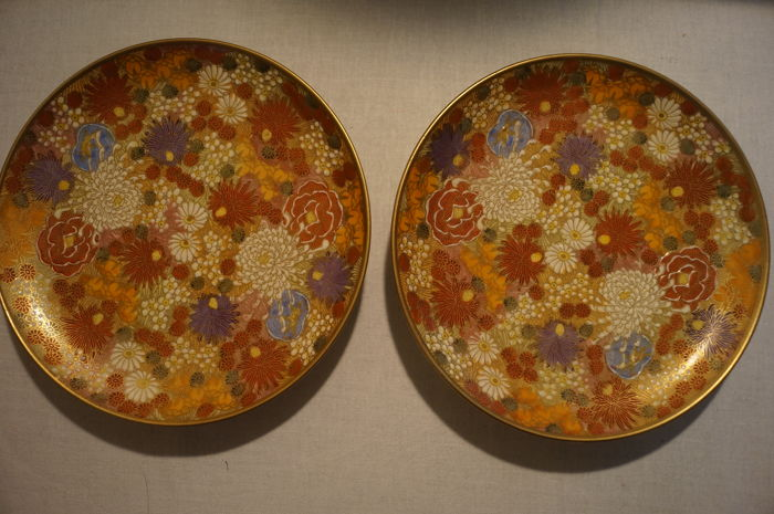 Pair of Satsuma ceramic plates with mille-fleur decor - Marked 'Satsuma' - Japan - Taisho Period (1912-26)
