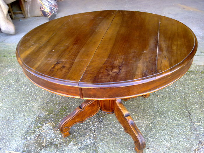 Round extendable walnut table - Louis Philippe - Italy - 19th century