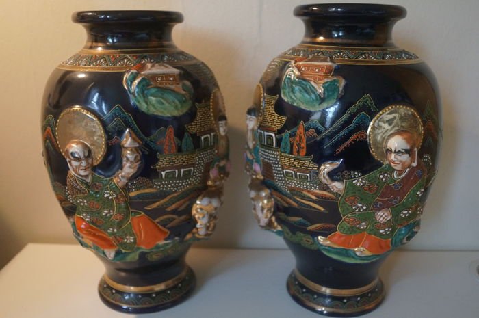 A pair of large moriage Satsuma porcelain vases, decorated with three-dimensional Rakan, Fugen Bosatsu and Child - Marked - Japan - ca. 1920-30
