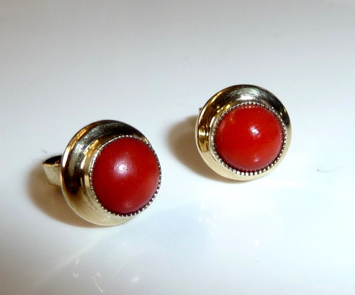 Earrings / stud earrings in 14 kt / 585 gold with antique blood-red corals *no reserve*