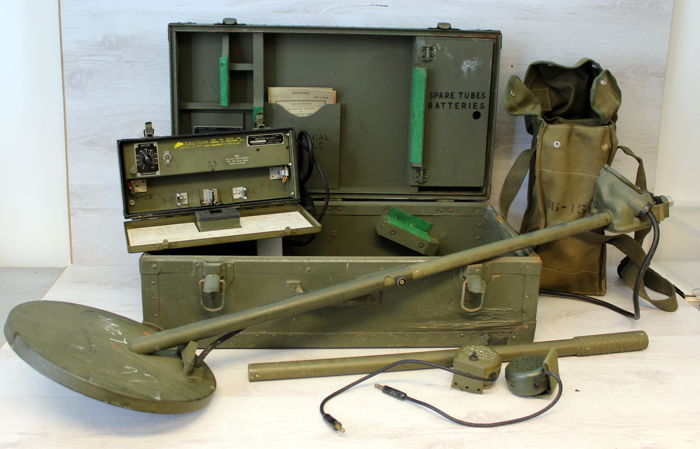 Portable anti tank mine detector - US Army WO2 in originele houten kist