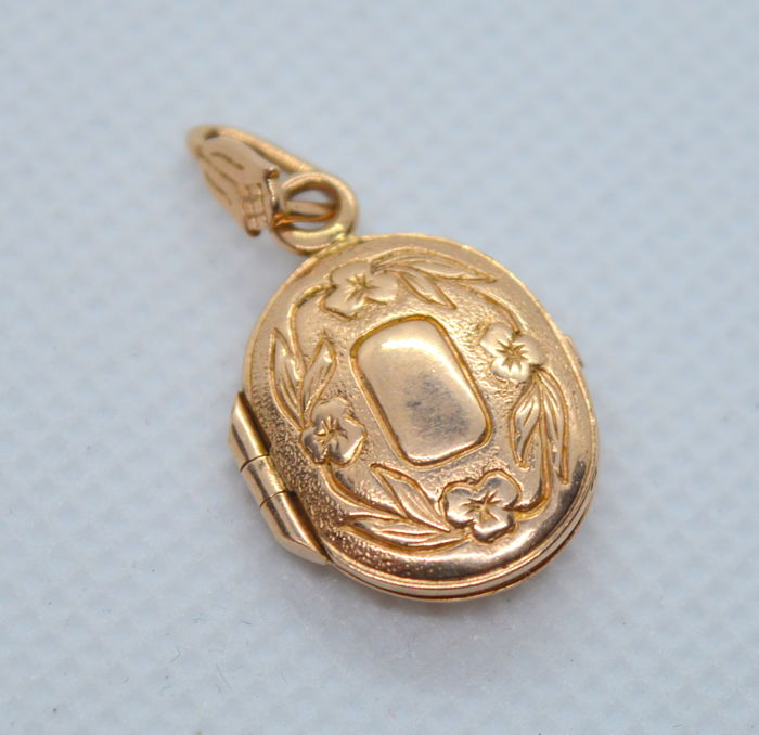 14K / 583 Gold Pendant case - total weight 3.04 gr - size 20 x 15 mm, place for photo 15 x 12 mm - NO RESERVE