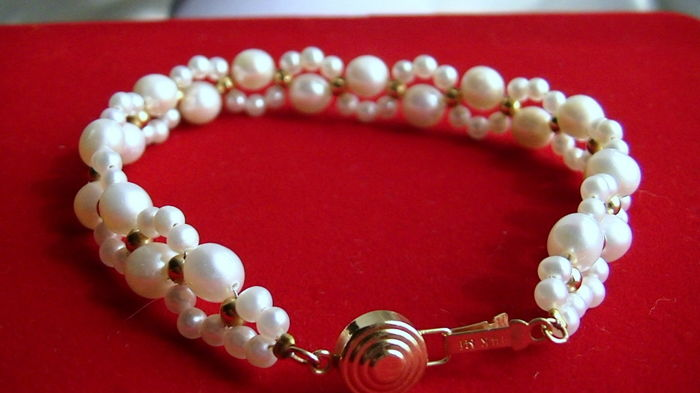 Pearl bracelet with 585 gold parts-clasp-handmade-no reserve price