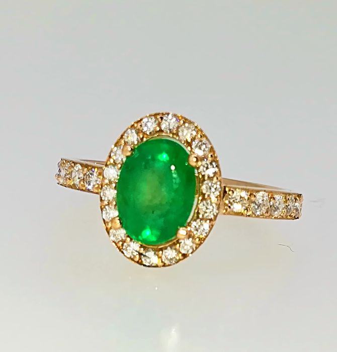 Ring - 18 kt Rose Gold - Emerald - Top quality diamonds 1.90 ct - G/VS - Size: 14