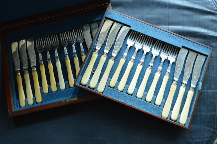 boxed set of 12 utensils, 19th/ early 20th century