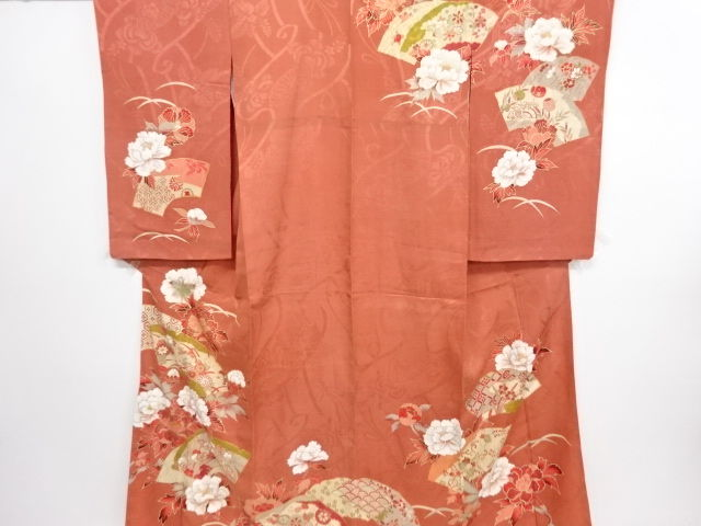 Antique silk kimono with exquisite embroidery decoration of peony and classic pattern - Japan - Mid 20th century