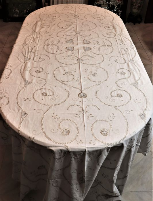 Banquet tablecloth (340 cm x 155 cm) completely hand embroidered from Viana do Castelo, Portugal - Decades of 1950/60