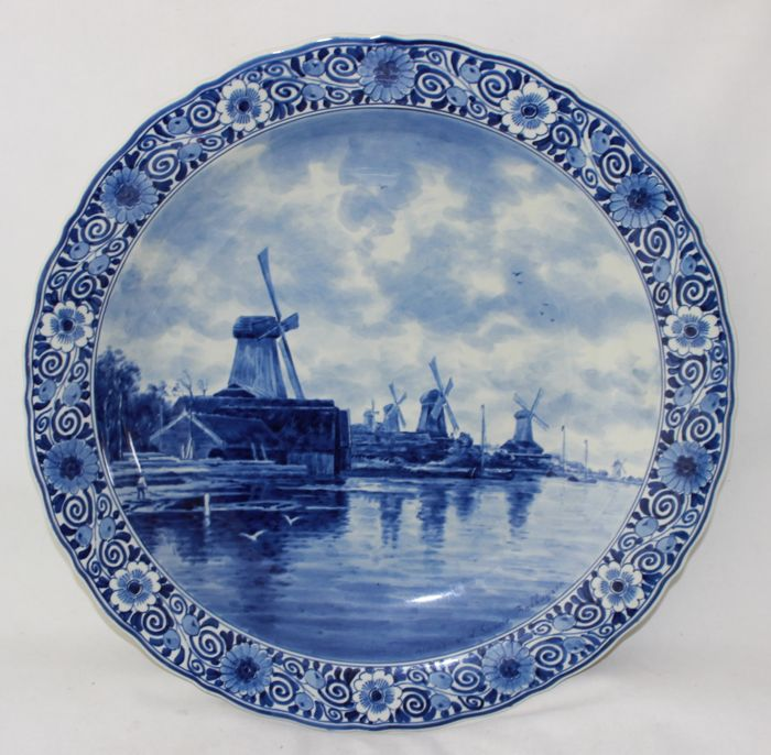 De Porceleyne Fles - Wall plate depicting mills in a river landscape after v. d. Sande Bakhuijzen