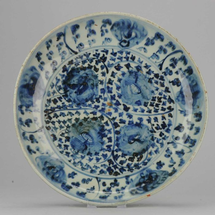 Large Ming Plate, China, 16th century