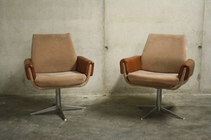 Manufacturer unknown - Pair of Vintage Skai and Chrome Swivel Chairs