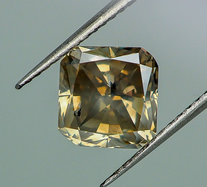 4.14 ct - Natural Fancy Diamond - Vivid Greenish Yellow - SI1  *NO RESERVE*