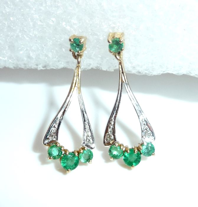 Earrings in 9 kt / 375 gold with 8 emeralds + 4 diamonds from England 24 mm long, *no reserve*