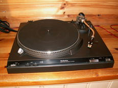 Highly sought-after turntable: TECHNICS SL-3210 DIRECT DRIVE.