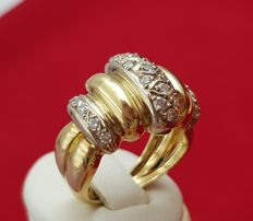 Heavy ring of white and yellow gold 18 kt with 23 small diamonds making a total of 0.345 ct