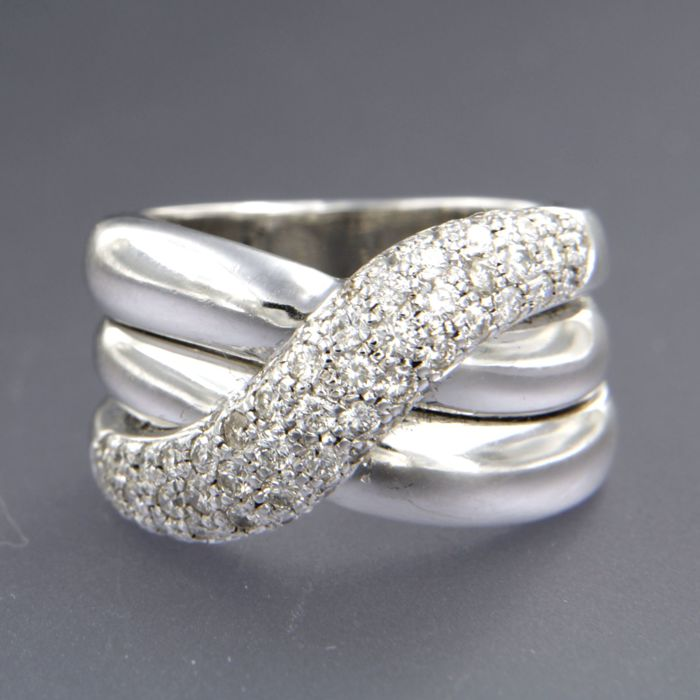 18 kt white gold ring set with brilliant cut diamonds, ring size: 16.75 (52)