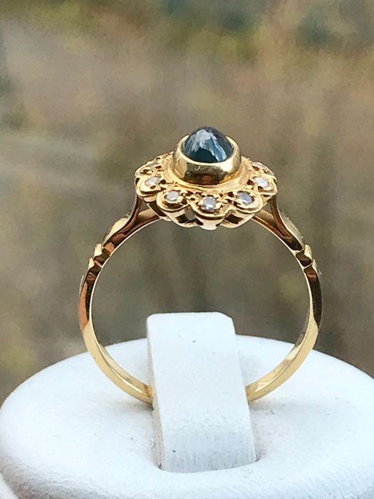 pretty antique ring in yellow gold of 18 kt set with a sapphire and an entourage of diamonds - size 55/17.5 mm