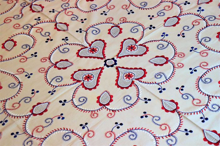 Completely hand embroidered beautiful tablecloth from Viana do Castelo - Portugal - Decades of 1950/60