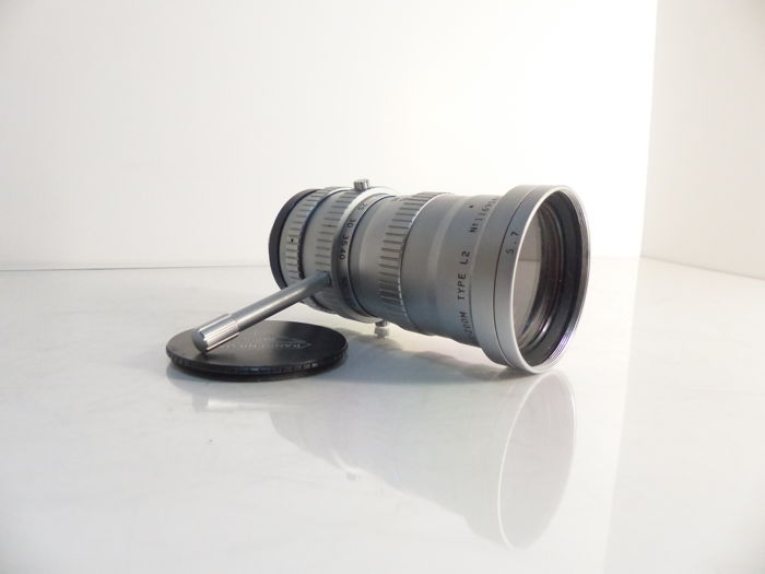 ANGENIEUX Lens - Zoom 2.2/17-68 mm, C mount with its Angénieux lens hood