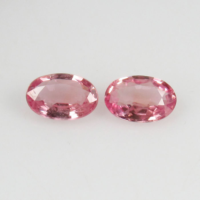 0.93 Ct - Pink Sapphire Pair (0.47 + 0.46 cts) - No reserve