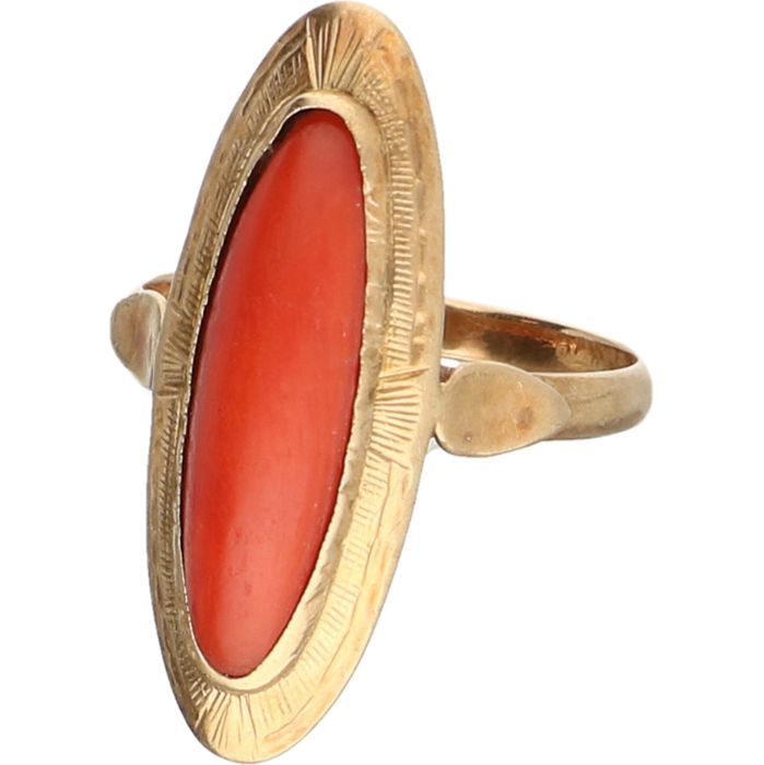 14 kt - Yellow gold ring set with red coral - Ring size: 17 mm