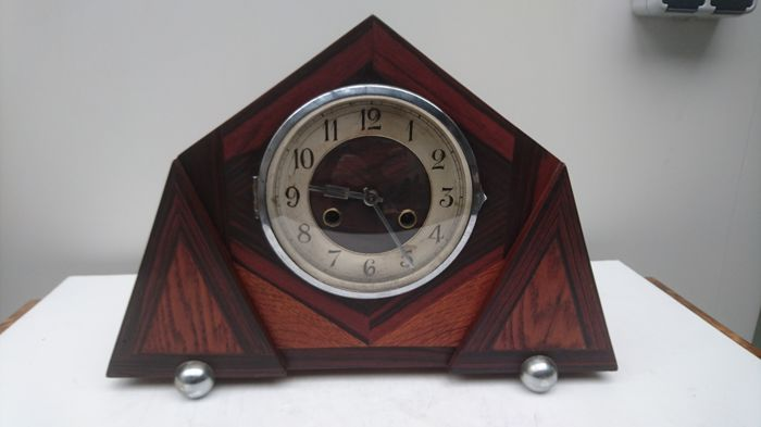 Art Deco / Amsterdam School mantelpiece clock