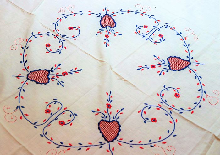 Hand embroidered tea towel from Viana do Castelo