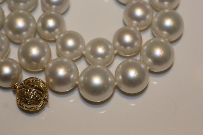 South Sea Pearl necklace 13 - 16.2 mm with Gold Spherical Clasp.