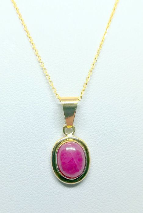 necklace with pendant in 18 kt yellow gold - cabochon cut ruby (2.90 ct) - necklace 45 cm